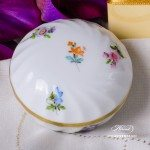 Bonbonniere / Candy Jar 6037-0-00 MF Thousand Flowers pattern. Herend fine china and hand painted. Round shaped Ornaments