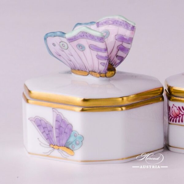6105-0-17 EVICTP2 bonbonniere Herend Porcelain with Butterfly