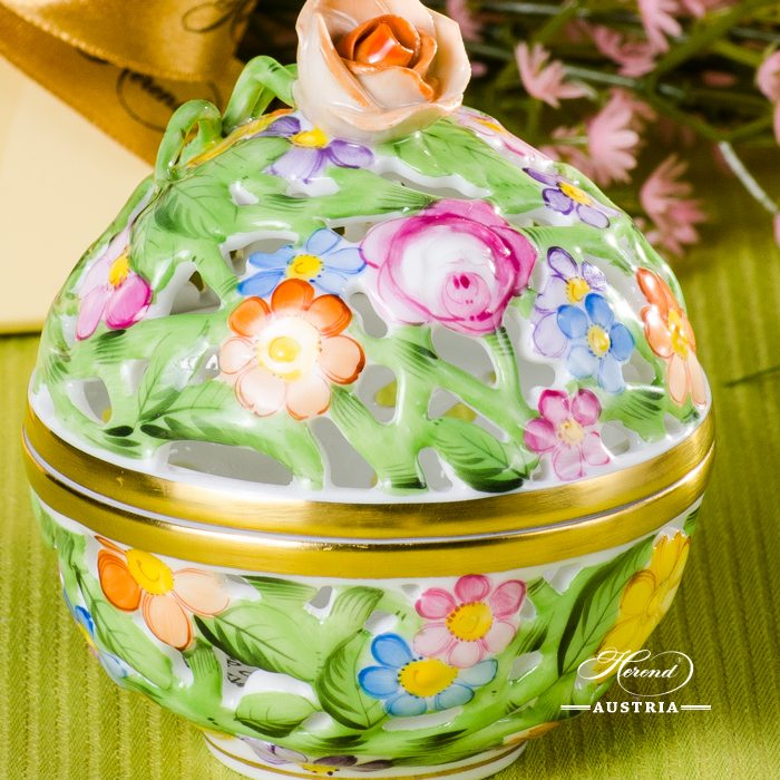 Bonbonniere / Candy Jar w. Rose Knob 6215-0-09  Multicolour C pattern. Herend fine china and hand painted. Openwork Ornaments