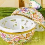 Bonbonniere / Candy Jar w. Butterfly Knob 6215-0-17 Purple - Yellow - Green C2 pattern. Herend fine china and hand painted. Openwork Ornaments