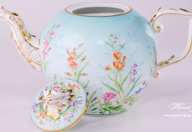 Tea Pot w. Twisted Knob 20605-0-06 QS Four Seasons pattern. Herend fine china. Hand painted tableware