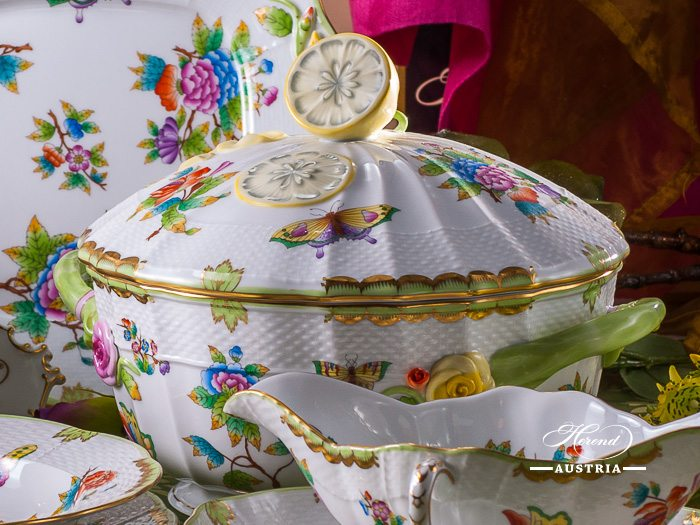 Queen Victoria avec Bord en Or Herend Porcelain – (VBO)