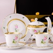 Herend porcelain painted with Vienna Rose or Habsburg Rose Special rich gilded motif