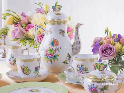 Queen Victoria avec Bord en Or Herend Porcelain – (VBO)