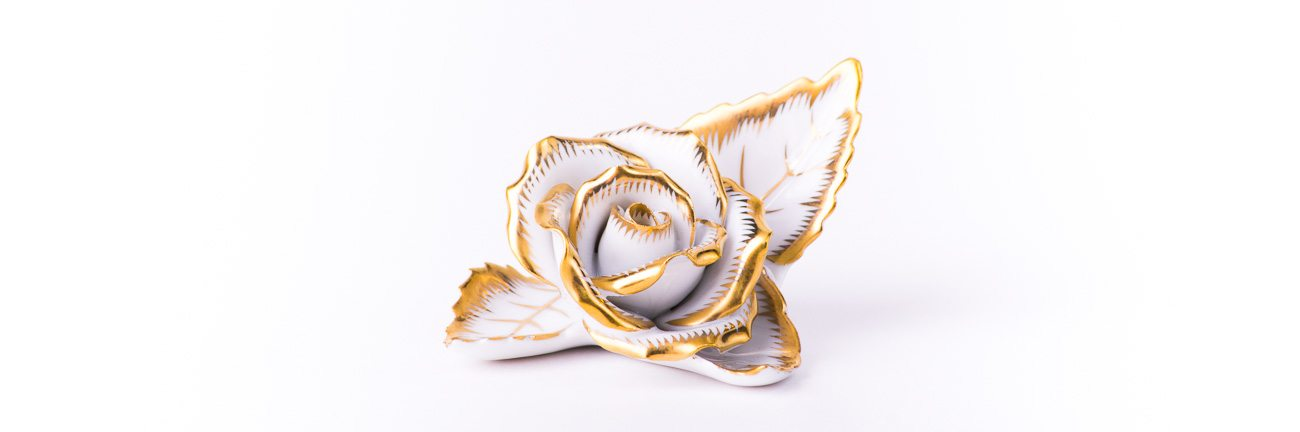 Rose on Leaf as a Menu Holder 8983-0-00 CD-OR Gold pattern. Herend fine china. Hand painted ornaments