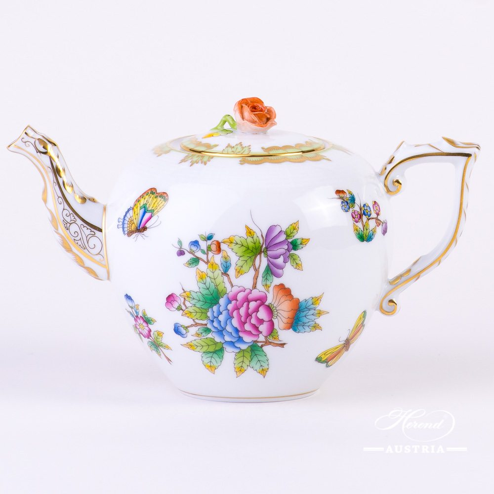 Tea Pot with Rose Knob 606-0-09 VBO Queen Victoria decor. Herend fine china hand painted
