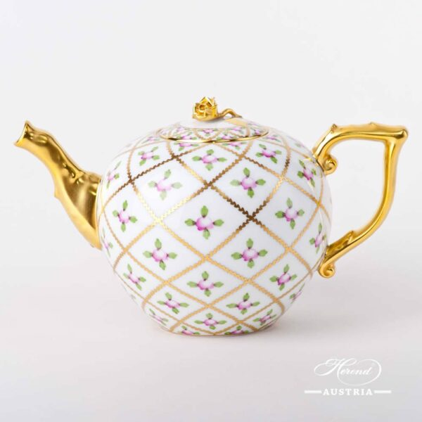 Tea Pot with Rose Knob 20604-0-09 SPROG Sevres Roses design. Herend porcelain. Hand painted tableware