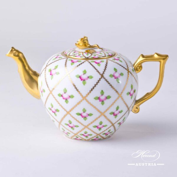 Mini Tea Pot with Rose Knob 20608-0-09 SPROG Sévres Roses design. Herend porcelain. Hand painted tableware