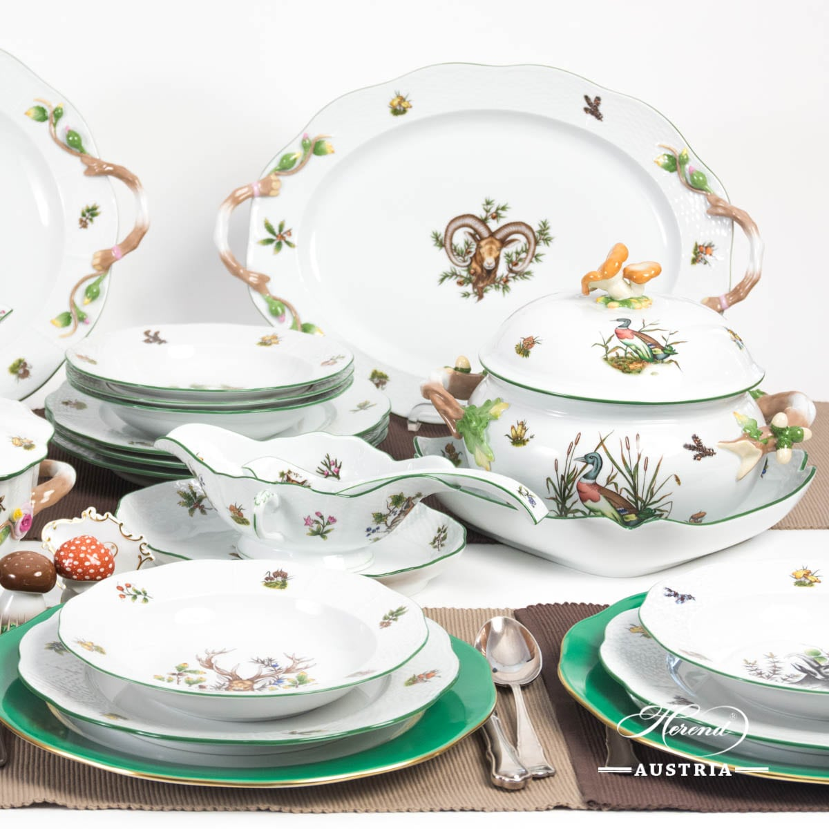 Dinner Set for 6 Persons - Herend Hunter Trophies CHTM pattern. Green Rim. Herend fine china hand painted. Tableware